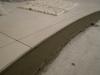 резаный край   плитки    на полу
